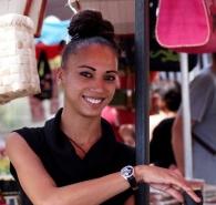 La_belle_fille_creole_au_march___St_Paul_7447160722_l.jpg
