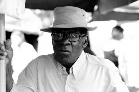 Un_homme_creole___g___et_ses_lunettes_et_avec_beaucoup_7507291592_l.jpg