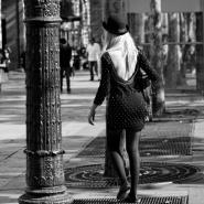 11.Elegante_avec_un_melon_n_b.jpg